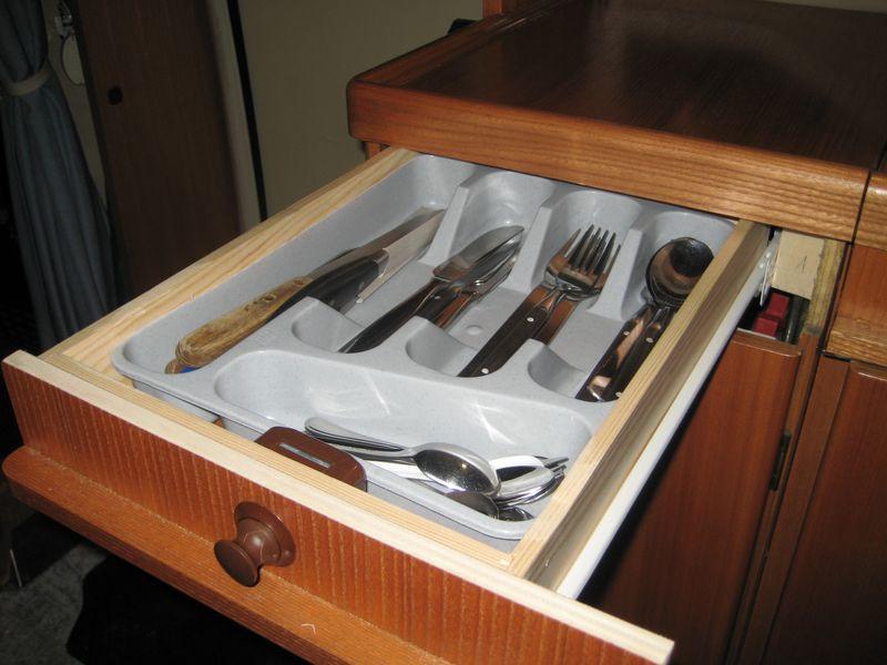 hobby 600 ein wohnmobil ist kult tip schublade ber den gasflaschenschrank. Black Bedroom Furniture Sets. Home Design Ideas