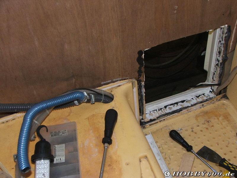 hobby 600 ein wohnmobil ist kult tip elektrischer antrieb f r das heckbett. Black Bedroom Furniture Sets. Home Design Ideas